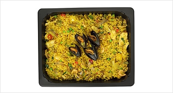 Paella med räkor och musslor